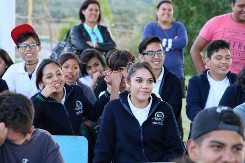 El proyecto del Telebachillerato es llegar a la población eliminando toda barrera que pudiera frenar el avance personal: al no existir límite de edad y sin examen de admisión, se promueve el acceso a la educación, erradicando toda discriminación