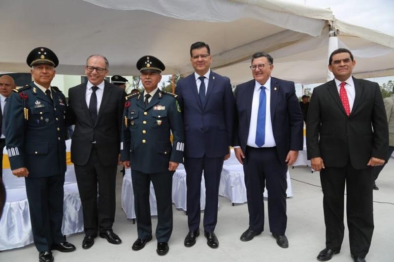 El titular de la SSP, Juan Bernardo Corona, ratificó la disposición y compromiso del Gobierno de Michoacán, que encabeza Silvano Aureoles, para mantener y fortalecer la coordinación interinstitucional, que permita avanzar en el combate a la delincuencia