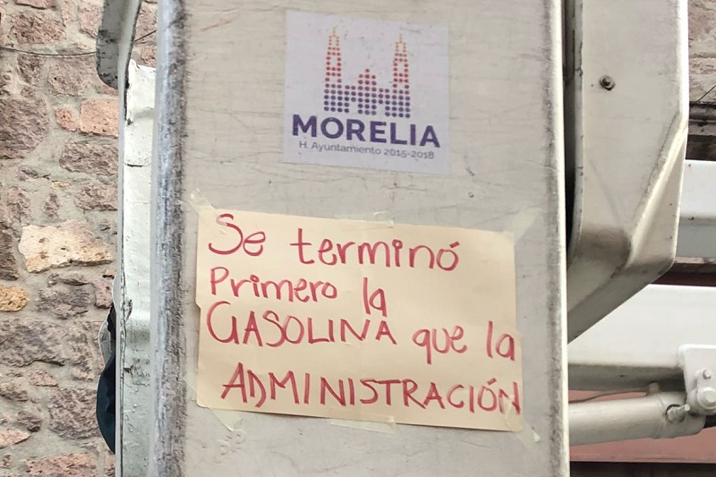 Los manifestantes, quienes llegaron en varias de sus unidades de trabajo, una respuesta del saliente alcalde independiente, Alfonso Martínez Alcázar