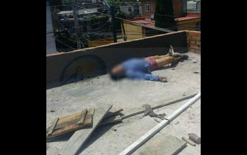 Francisco Javier O., de 26 años de edad, se encontraba laborando en la azotea de un domicilio ubicado sobre la calle Porfirio Parra, a la altura del número 442, en la colonia Peña Blanca, al sur de la capital del estado