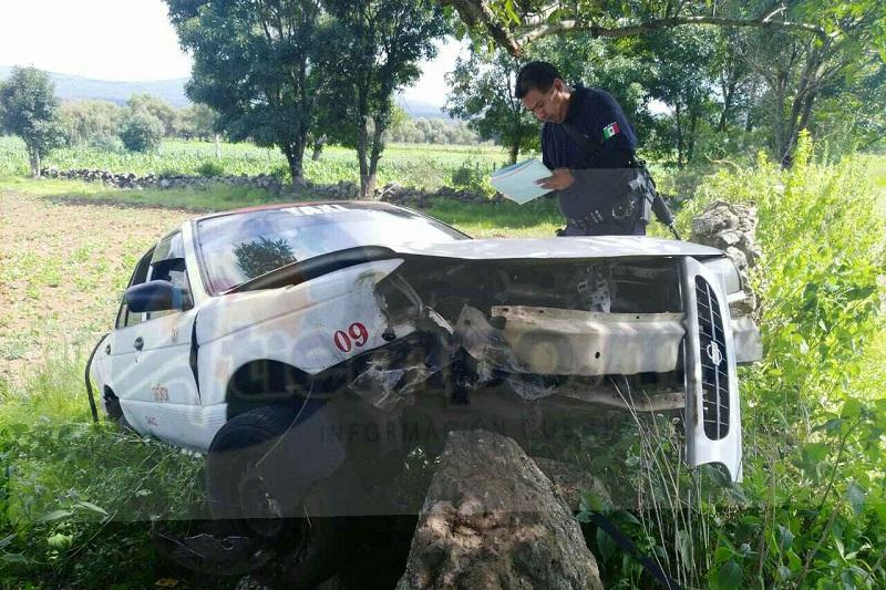 Al lugar acudieron paramédicos de Protección Civil de Tzintzuntzan, los cuales atendieron al conductor para posteriormente trasladarlo a un hospital de Pátzcuaro para recibir atención médica