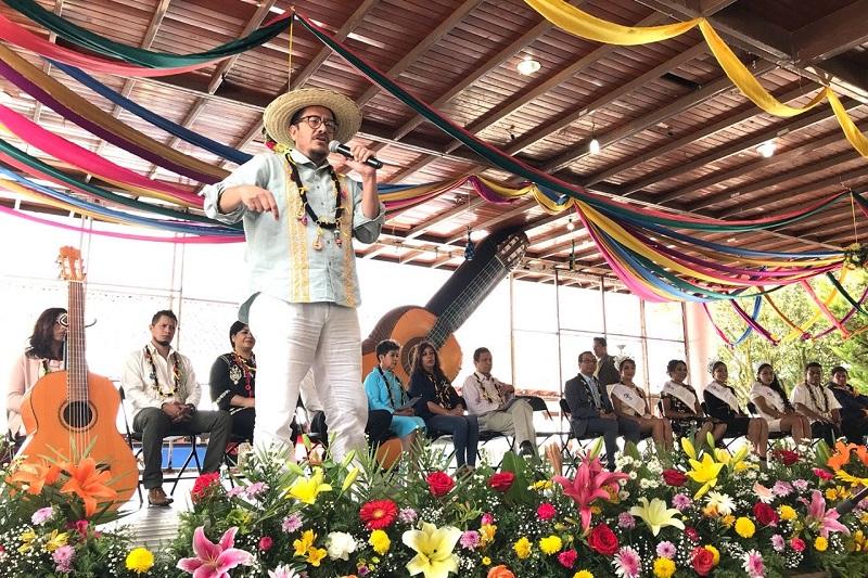 Posterior a la inauguración, las autoridades dieron un recorrido por las piezas participantes y ganadoras de los concursos en la Casa para el Arte y la Cultura de Paracho
