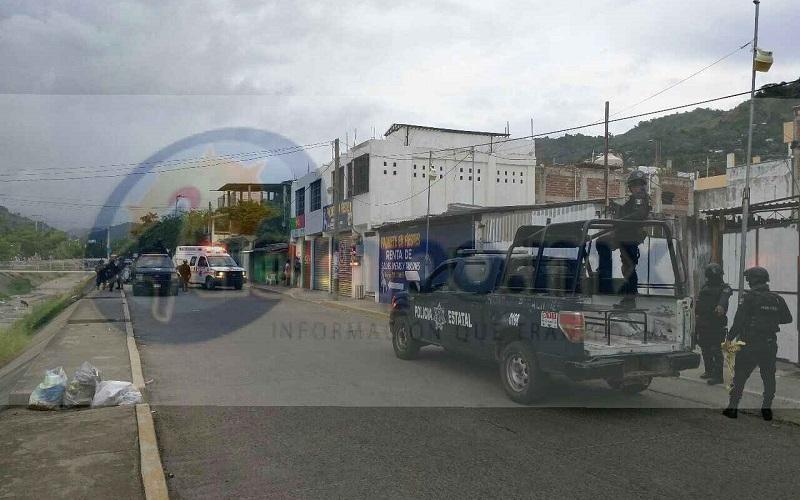 Un hombre fue asesinado a balazos en el interior de un bar a un costado del acceso a la colonia Los Amuzgos