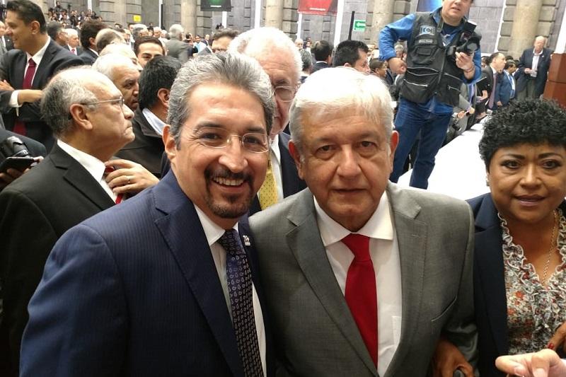 Los ingenieros mexicanos escucharon la propuesta de Andrés Manuel López Obrador para impulsar 25 programas relacionados con el desarrollo de México, entre los que se incluye la continuidad al nuevo aeropuerto de la Ciudad de México