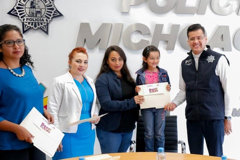 Corona Martínez expresó el reconocimiento y orgullo que deben de tener los menores por la loable labor que desempeñan sus padres, y su vocación de proteger y salvaguardar la integridad de la ciudadanía