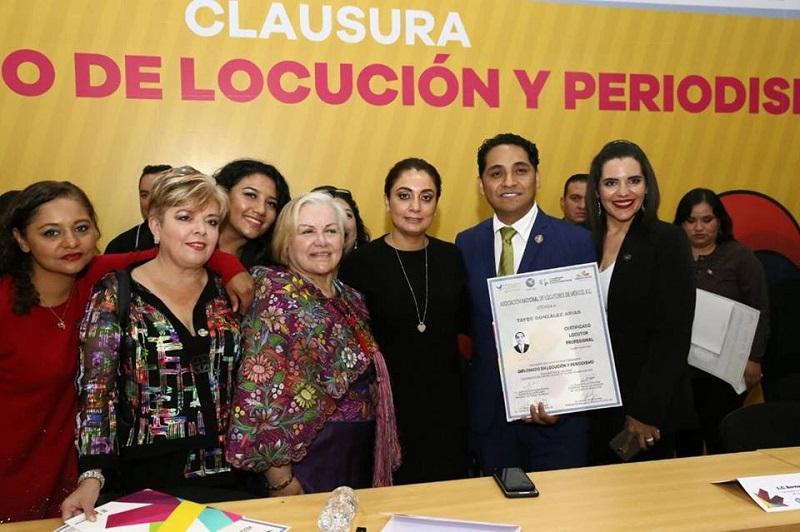La titular de la CGCS, Julieta López en coordinación con la presidenta de la ANLM, Rosalía Buaún, realizan la clausura del Diplomado de Locución y Periodismo en la región Oriente