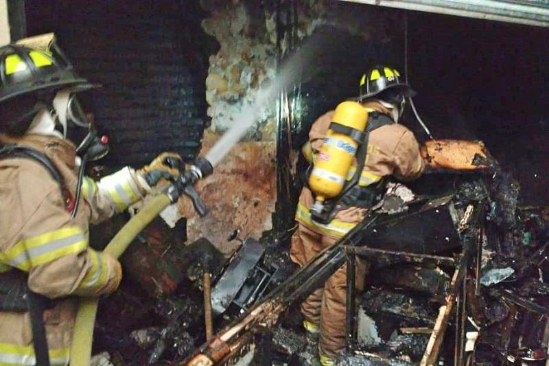 Luego de algunos minutos, el fuego en este punto fue extinguido sin que al momento haya reportes de personas lesionadas, solo la pérdida total de la mercancía y del equipo técnico usado en la reparación de telefonía celular