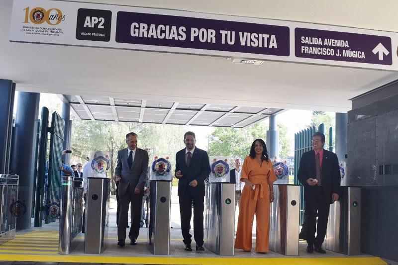 Paralelamente se reubicó la estatua del Ing. Pascual Ortiz Rubio, y se inauguró la plaza con el mismo nombre, como homenaje al fundador de la máxima Casa de Estudios