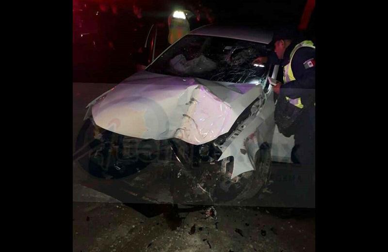 """Al lugar se desplazaron unidades de la Asociación de Bomberos del Estado de Michoacán (ABEM), los cuales atendieron al conductor identificado como Ruslan """"X"""" de 35 años de edad"""