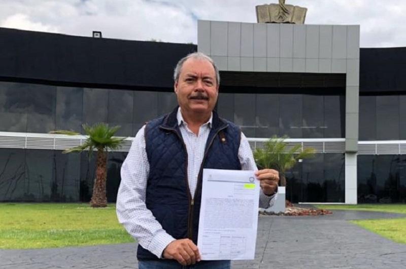 Denuncia PRI ante la PGJE usurpación de identidad de Víctor Silva  Lo anterior, debido a que el pasado 8 de agosto circuló a través de las redes sociales y algunos medios de comunicación un documento apócrifo de la supuesta renuncia de Silva Tejeda a la dirigencia del PRI estatal, utilizando su firma; hecho que fue desmentido por el CDE