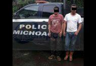 Los dos masculinos junto con las 58 cajas de aguacate y una camioneta Chevrolet Pick Up modelo 2000 fueron asegurados y puestos a disposición de la autoridad correspondiente