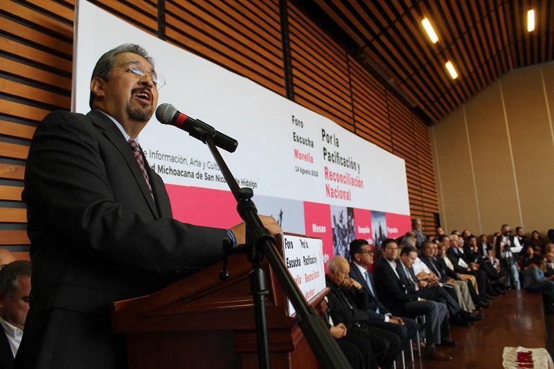 El rector Medardo Serna afirmó que en la medida que se fortalezca al sector educativo los mexicanos podrán construir paz, tarea que implica un proceso permanente que nunca se debe perder