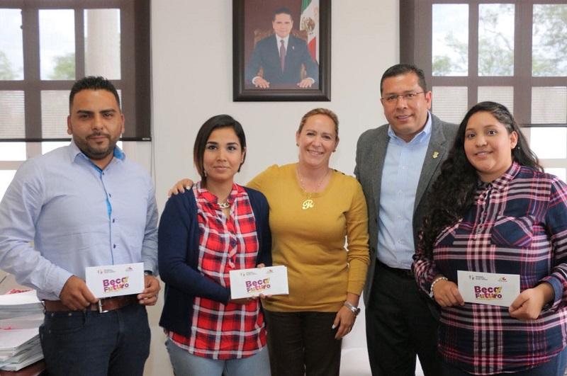Los estudiantes beneficiados pertenecen a centros de asistencia social como Transición a la Vida Independiente, Gertrudis Bocanegra y Vivan los Niños