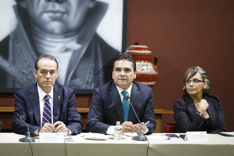 Acompañado del secretario de Gobierno, Pascual Sigala Páez, se delineó el formato en que habrá de dar su mensaje al pueblo michoacano, en un acto austero que se dará a conocer en los próximos días