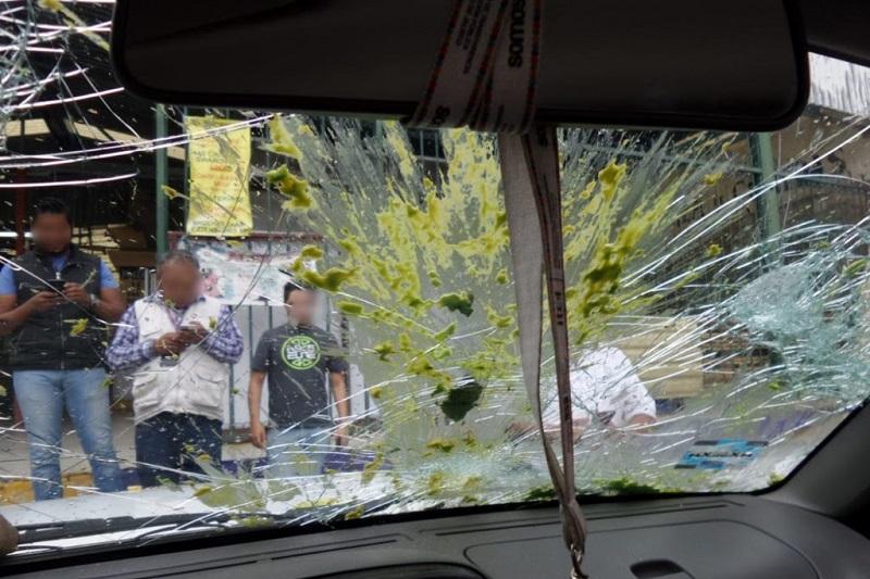 Según comunicado de prensa, el gobierno de Morelia reprueba enérgicamente las agresiones que comerciantes ambulantes cometieron contra personal de la Dirección de Mercados, elementos de la Policía de Morelia y representantes de los medios de comunicación, la tarde de este jueves