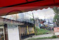 Por fortuna el fuego no alcanzó la vivienda continua y únicamente hubo daños materiales