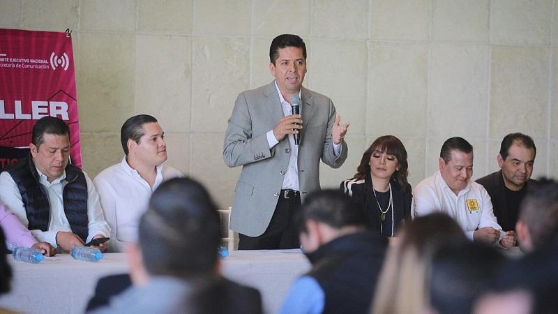 Toño García invitó a los jóvenes a que practiquen el mensaje del bienestar para todos, para que comprendan que la comunicación es un aliado de la política para unir grupos sociales mediante el discurso y llegar acuerdos con la ciudadanía por vía del diálogo