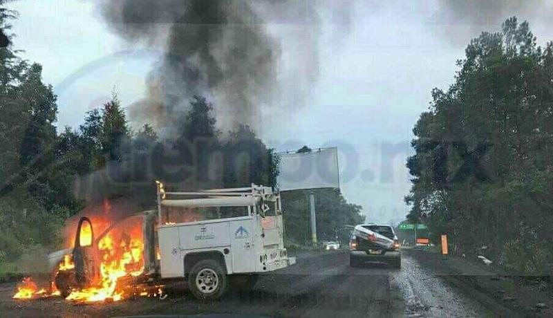 Al lugar acudieron elementos de la Policía Michoacán, así como personal de la Asociación de Bomberos del Estado de Michoacán (ABEM), quienes controlaron el incendio quedando prácticamente calcinada la camioneta