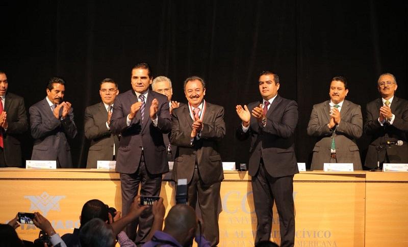 Asiste como invitado de honor a la Sesión Solemne del Congreso del Estado, para celebrar el 207 Aniversario de la instalación de la Suprema Junta Nacional Americana