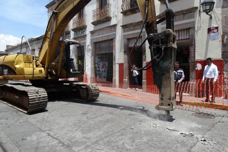 """Según el Ayuntamiento de Morelia, se trata de una obra de """"mantenimiento y embellecimiento en la calle Antonio Alzate"""", cuya inversión omitió revelar"""