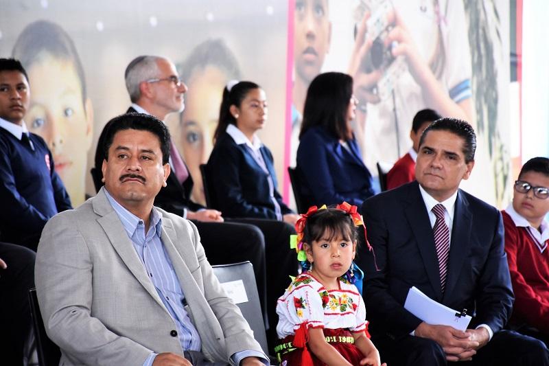 El diputado del PRI dijo esperar que este nuevo modelo de educación beneficie al millón 200 mil alumnos de educación básica que existen en Michoacán