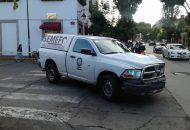 El lamentable incidente ocurrió cuando la persona intentaba cruzar la calle de Francisco Zarco con Avenida Madero Poniente cuando un camión del servicio público no alcanzó a frenar y lo arrolló quedando en la cinta asfáltica