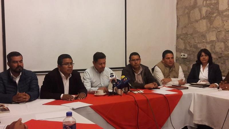 El presidente del Frente, Gerardo Bolaños, destacó que dada la inminente eliminación de la Reforma Educativa anunciada por AMLO, uno de los puntos que se analizará en el foro es, cuál sería el nuevo modelo en educación que se piensa implementar en el país