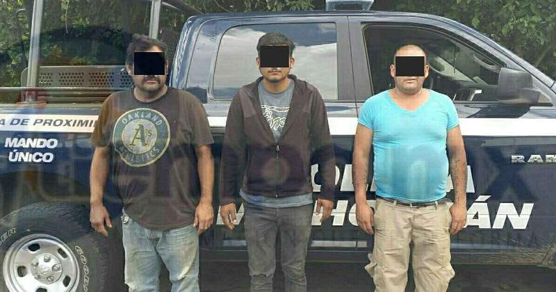 Los tres detenidos, la camioneta y la fruta fueron puestos a disposición de la autoridad competente para continuar con la investigación