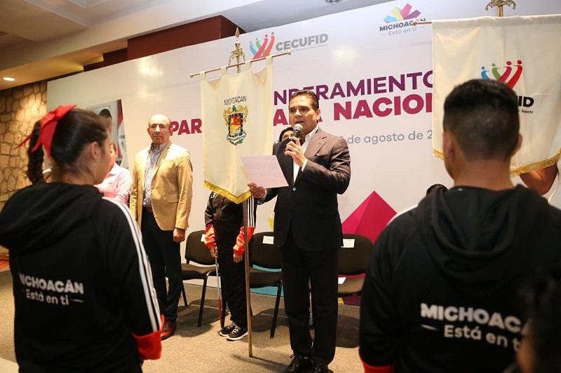 El mandatario estatal auguró el mayor de los éxitos a quienes pondrán en alto el nombre de Michoacán y aseguró que serán muchas medallas las que traerán consigo a su regreso