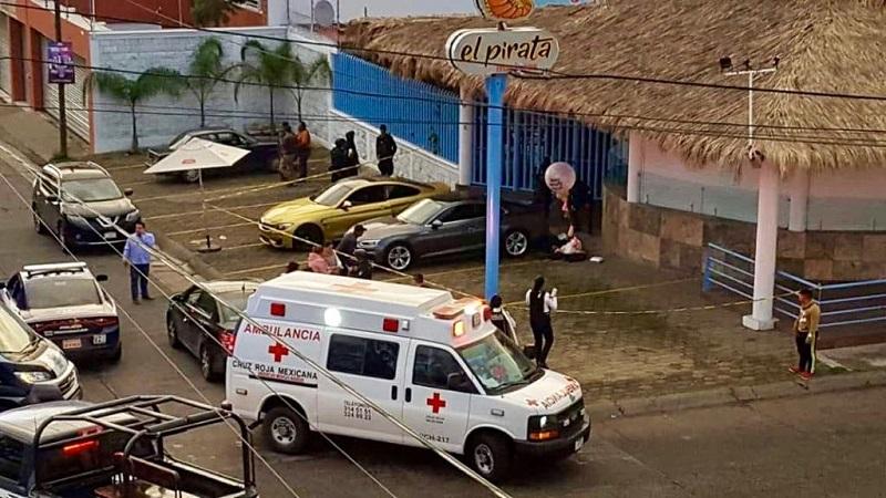 Al lugar acudieron elementos de la Policía Morelia, así como paramédicos de la Cruz Roja, quienes confirmaron que las dos personas ya habían fallecido debido a las lesiones que presentaban