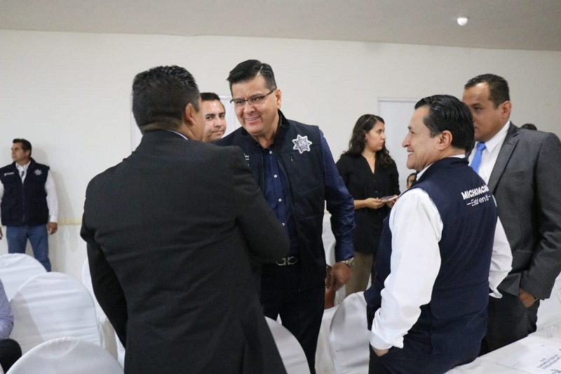 Corona Martínez expuso a las autoridades electas de los 15 municipios que integran la región de Zamora, las fortalezas del Mando Único, el cual permite a los cuerpos de seguridad municipales contar con elementos capacitados y acreditados