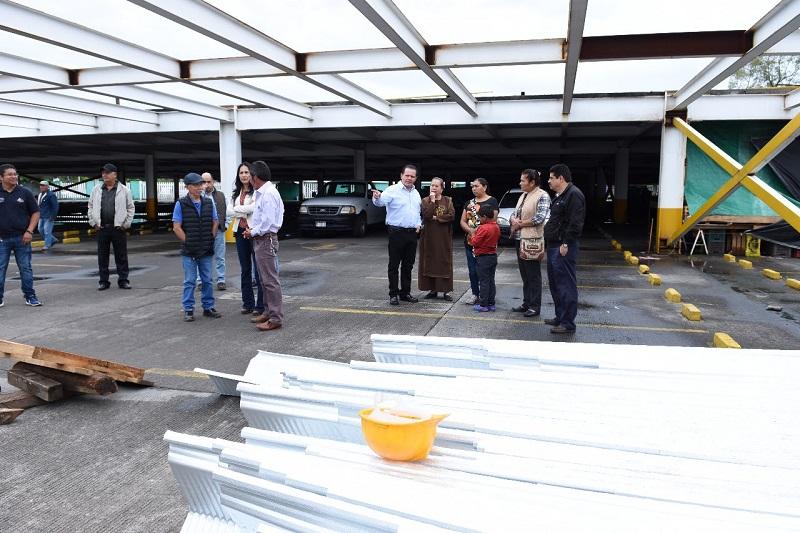 Carlos Río Valencia, subsecretario de Desarrollo Comercial, señaló que esta obra cuenta con una inversión de más de 3 millones de pesos y beneficiará a mil oferentes y público en general