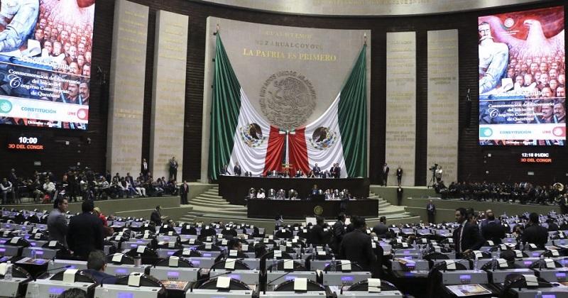 Al perder los legisladores que tenían y que se pasaron a Morena, el PT quedó con 29 diputados, es decir perdió 32 integrantes; mientras que el PES se quedará con 31 diputados de los 56 que tenía, es decir 25 menos
