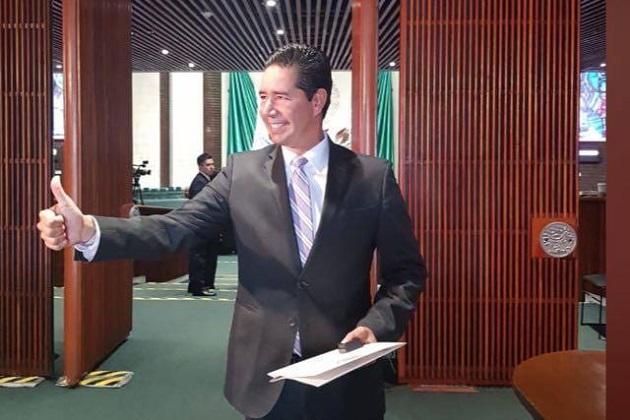 Igual que el resto de los integrantes de la Cámara de Diputados, éste miércoles Pérez Negrón Ruiz rindió protesta como integrante de la LXIV Legislatura
