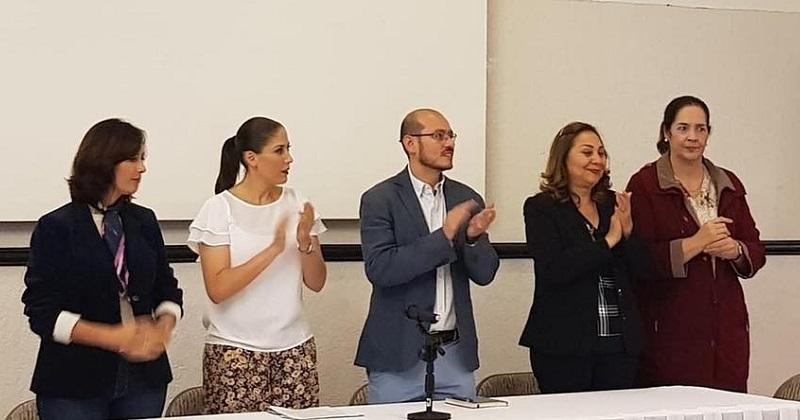 Al evento asistieron: José Manuel Hinojosa Pérez, dirigente estatal del PAN, Ivonne Pantoja secretaria de Promoción Política de la Mujer e Irene Villaseñor directora de la secretaría de PPM, así como diputadas electas, regidoras y próximas presidentas municipales en Michoacán