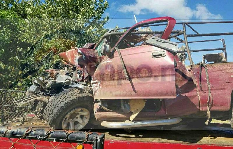 En el lugar perdieron la vida tres personas mientras que otras siete fueron trasladados al Hospital Regional de Los Reyes, así como a un hospital de Cotija para recibir atención médica