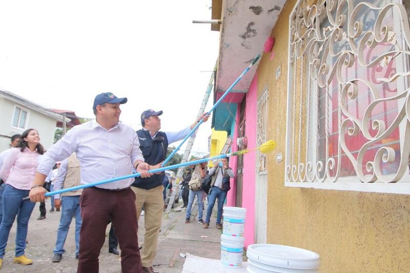 """En gira de trabajo por la llamada """"Perla del Cupatitzio"""", Juan Carlos Barragán, titular de la Sedesoh, habló de la importancia de la participación conjunta de sociedad y gobierno en la reestructuración del tejido social"""