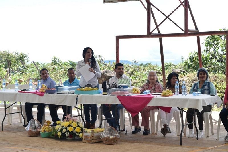 """En la Escuela Telesecundaria """"Luis Donaldo Colosio"""", la directora general del IIFEEM realizó la inauguración de la techumbre que tuvo una inversión de 2 millones 759 mil pesos"""