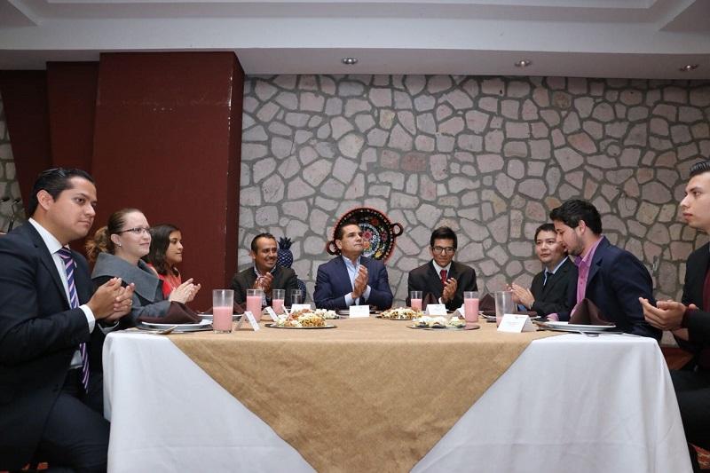 Por gestiones del Comité Organizador, encabezado por el diputado Enrique Zepeda y Cecilia Lazo de la Vega, se organizó este encuentro en Casa de Gobierno