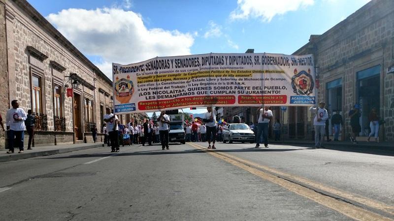 La finalidad es exigir un mayor presupuesto para la Universidad y que se garanticen sus pagos en los próximos meses pues los recursos con los que cuenta actualmente la Máxima Casa de Estudios de Michoacán sólo alcanzarán para cubrir salarios hasta finales de este mes de septiembre