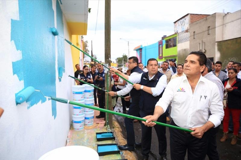 Aureoles Conejo reiteró que todos estos esfuerzos focalizados a la reconstrucción del tejido social, van de la mano con las Academias de Baloncesto, Voleibol y Fútbol que integrarán a más de 200 mil niñas y niños de todo el estado