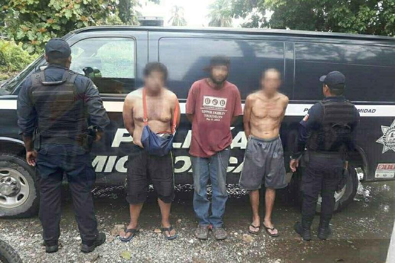 Los sujetos detenidos fueron puestos a disposición de la Fiscalía de Lázaro Cárdenas, por lo que en las próximas horas se determinar su situación legal