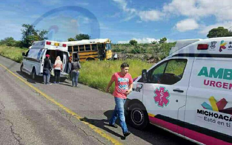Al lugar acudieron unidades de Protección Civil de Jiquilpan, así como Policía Michoacán, confirmando los paramédicos que afortunadamente no había personas lesionadas y únicamente crisis nerviosas de algunos pasajeros