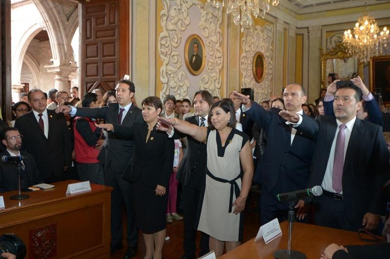 En una segunda sesión extraordinaria del nuevo Cabildo Moreliano rindieron protesta los nuevos funcionarios municipales