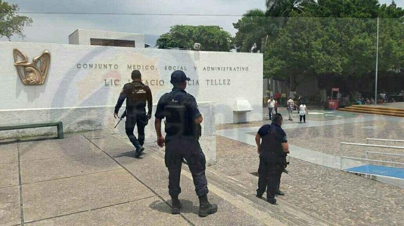 Tras la huida de los delincuentes, los afectados dieron a conocer la situación, por lo que arribaron elementos de la Policía Michoacán, Policía Municipal y Policía Ministerial, a quienes les fue bloqueado su trabajo por parte del personal de seguridad interna de la institución