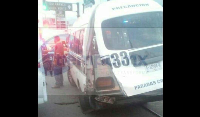 Testigos indicaron que aparentemente  el conductor trató de ganarle el paso al tren sin las debidas precauciones, lo que ocasionó el percance, donde por fortuna no hubo pérdidas humanas