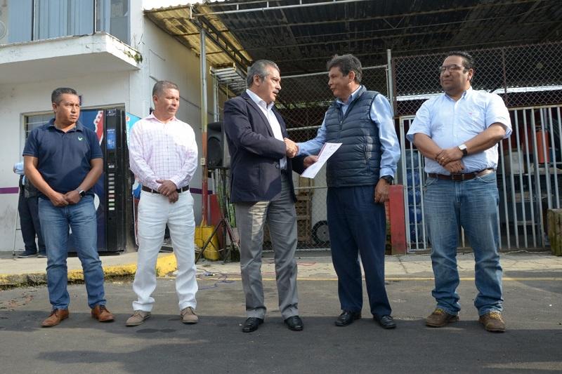 Morón Orozco exhortó a los trabajadores de limpieza liderados por Esteban González, a diseñar un plan estratégico que permita mantener en buen estado las calles del municipio, libre de basura y otros desechos