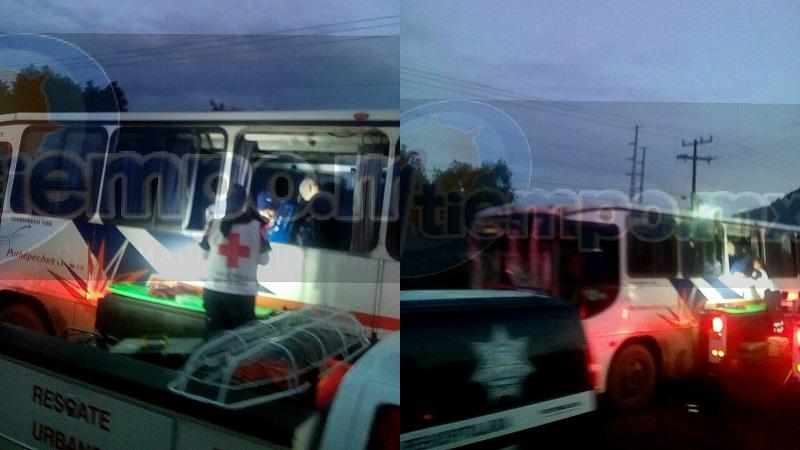 Al lugar se trasladaron unidades de Rescate y Salvamento, Cruz Roja con unidad de rescate urbano, Protección Civil y Policía Michoacán, quienes cerraron la vialidad para laborar tanque fueron rescatados los lesionados por las ventanillas