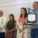 En este concurso se entregaron dos premios: el Galardón Nacional de Textil, que fue para la artesana Elizabet Vázquez Jiménez, del estado de Oaxaca y el Galardón Nacional de Rebozo, que lo obtuvo el michoacano Diego Armando Zambrano, de la localidad de La Piedad