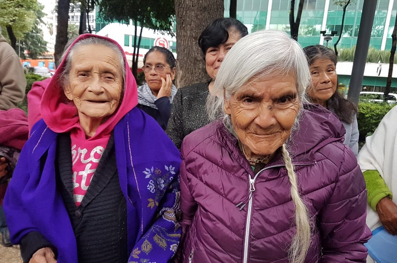 Acompañados por personal de la Semigrante y de los ayuntamientos de sus respectivos municipios, 39 personas de Sahuayo, 46 de Erongarícuaro, 24 de Huaniqueo y 16 de Senguio, salieron durante las primeras horas de este jueves para viajar a la Embajada de Estados Unidos en México